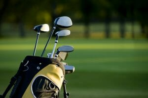 What clubs are in a golf set